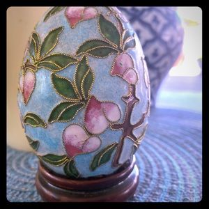 Beautiful hand made egg collectible.